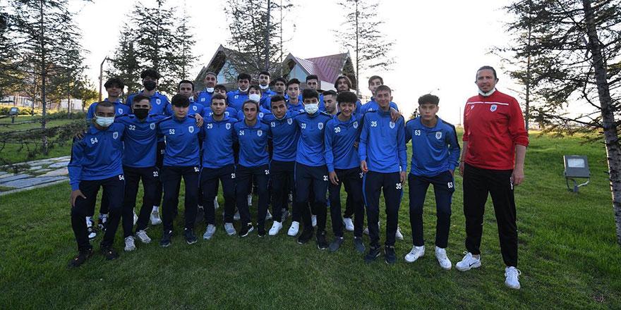 Başkan Ertuğrul Çetin, U18 takımı ile buluştu