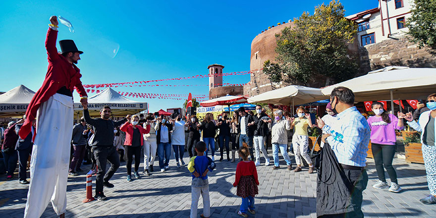 Ankara Kalesi renklendi