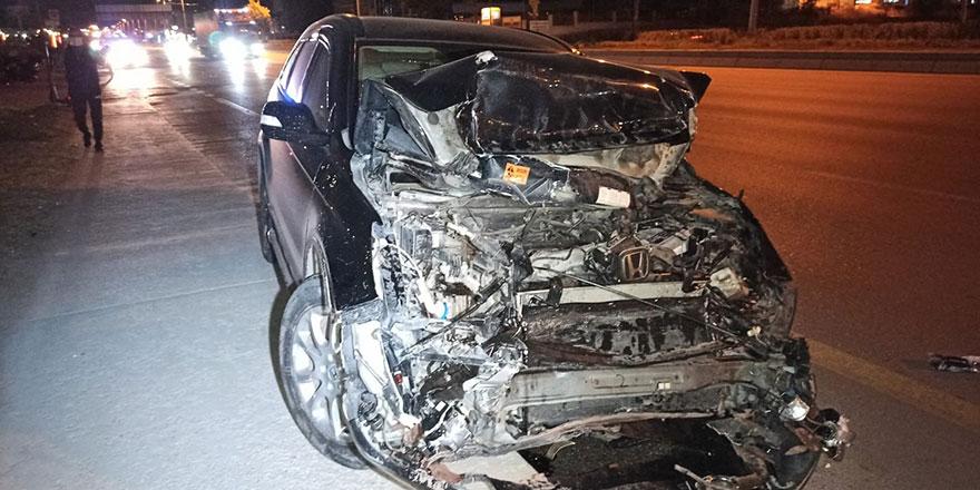 Otomobilin çarptığı pikap takla attı