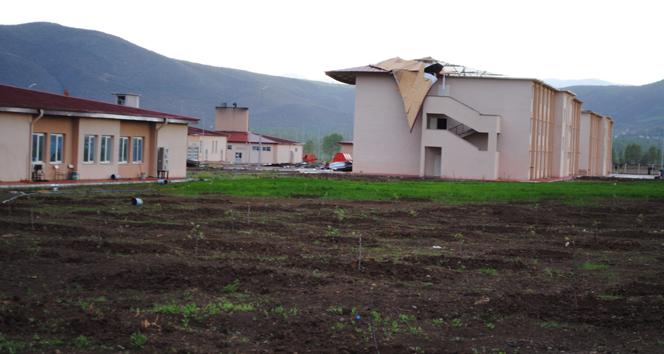 Cezaevinin çatısı çöktü