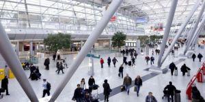 Almanya'da havalimanında 14 Türk yolcu saatlerdir bekletiliyor