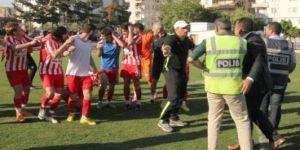 Amatör maçta kavga çıktı! Bir futbolcu yaralandı