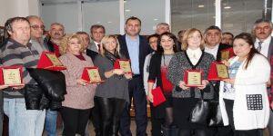 Başkan Taşdelen'den emekliye teşekkür plaketi