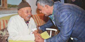 Taşan, yaşlı ve hastaları yalnız bırakmıyor
