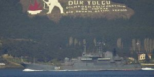 Rus askeri gemileri Çanakkale Boğazı'ndan geçti