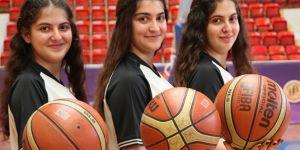 Adana'da üçüz kız kardeşler basketbol hakemi oldu