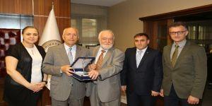 Gazi Üniversitesi Tıp Fakültesi'nden Başkan Yaşar'a teşekkür plaketi