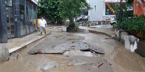 Yalova'da caddeler sular altında kaldı