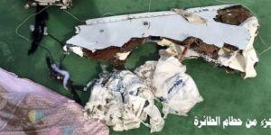 Mısır ordusundan, kayıp uçağın enkaz fotoğrafları
