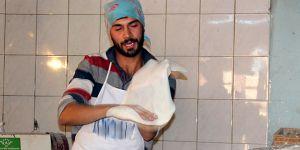Fenomenliğe aday lavaş ustasının videosu gülmekten kırıp geçiriyor