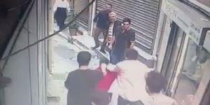 Beyoğlu'nda esnaftan gaspçıya meydan dayağı kamerada
