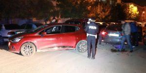 Alkollü sürücü polis aracına çarptı!