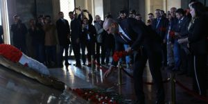 Ülkücüler Türkeş'in mezarından Anıtkabir'e yürüdü