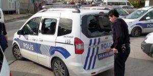 Maltepe'de polis araçlarına taşlı ve sopalı saldırı