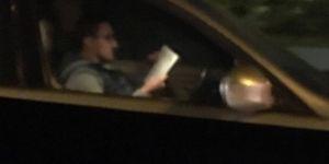Hem kitap okudu hem araç kullandı