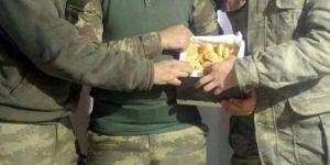 Doğu görevindeki askerlere bayatlamayan kurabiye