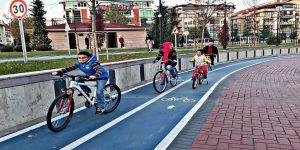 Gümüşdere'de bisiklet sürmeyi çok sevdiler