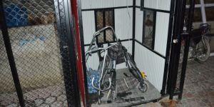 Halatı kopan asansörden düşen çift ağır yaralandı