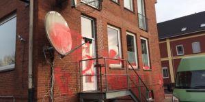 Almanya'da camiye hain saldırı