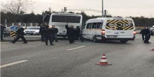 Ankara'da iki servis aracı çarpıştı
