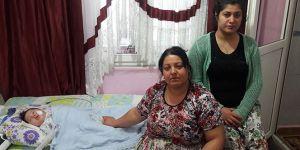 Vatani görevini yapan askerin bebeği yardım bekliyor