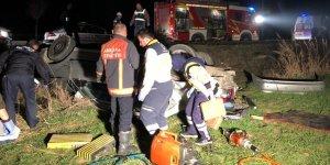 Elektrik direğine çarpıp ters döndü: 3 ölü 2 yaralı