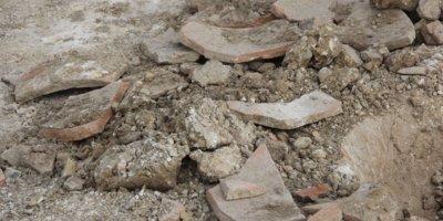 Adana'da bir mezarlıkta esrarengiz kazı