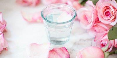 Gül suyu daha kusursuz bir cilde sahip olmanızı sağlar