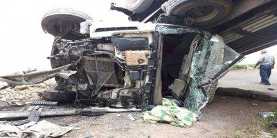 Ankara'daköprü boşluğuna uçan tırın sürücüsü hayatını kaybetti