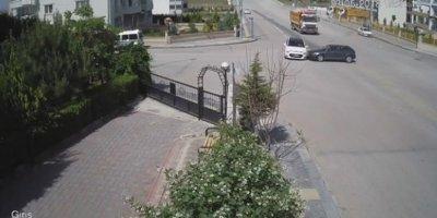 Ankara'da iki araç birbirine girdi