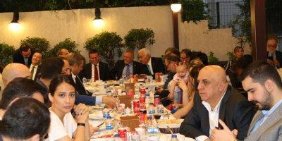 TÜSİAV'ın verdiği iftar programının en şık Kutlu Tamay oldu