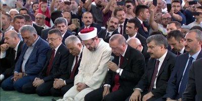 Erdoğan şehitler için Kur'an-ı Kerim okudu