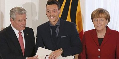 Merkel'den Mesut Özil açıklaması