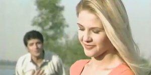 90'ların yıldızı bikinili haliyle Bodrum'u salladı