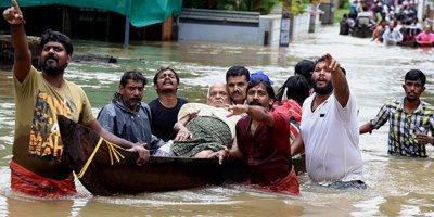 Hindistan'da 1 milyondan fazla insan evsiz kaldı