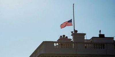 Amerika'da bayraklar yarıya indirildi.