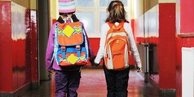 Okul çantaları için uyarı üstüne uyarı! Ağır çantalar omurga sağlığını bozuyor
