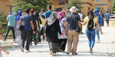 """""""Sonsuz Şükran Köyü""""ne ziyaretçi ilgisi artıyor"""