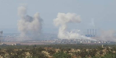 Rusya İdlib ve Hama'ya bomba yağdırdı