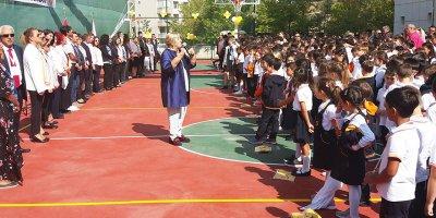 Oya Akın Yıldız Okulları'ndan muhteşem açılış