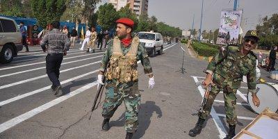 İran'da askeri törene saldırı: 12 ölü