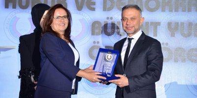 Başkan Lokman Ertürk'e anlamlı ödül