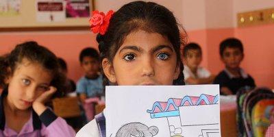 Nurcan Berk renkli gözleriyle ilgi odağı
