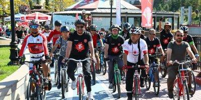Başkent'te pedallar 'kalpler' için çevrildi
