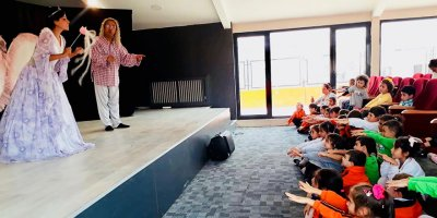Oya Akın Yıldız Koleji'nin miniklerinden tiyatro şenliği