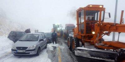 Erciyes'te kar nedeni ile 15 araç zincirleme kazaya karıştı!