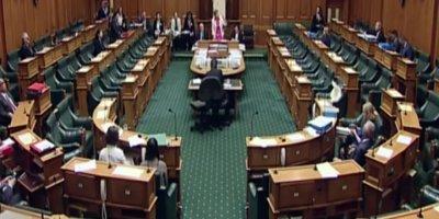 Yeni Zelanda'da şiddetli deprem! Parlamento'da korku dolu anlar