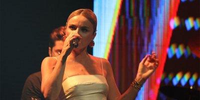 Şarkıcı Gülşen Bursa'da ilgi odağı oldu