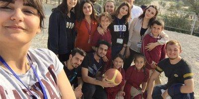 Uludağ Üniversitesi öğrencileri, çocukları sevindirdi