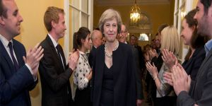 Cameron istifasını verdi, May resmen görevde